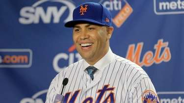 Mets manager Carlos Beltran smiles during an introductory