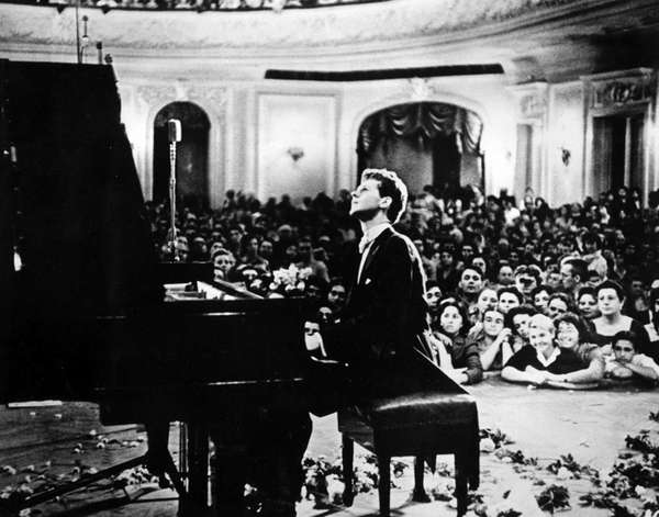 Van Cliburn performs to a packed audience in