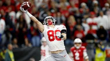 Jeremy Ruckert #88 of the Ohio State Buckeyes