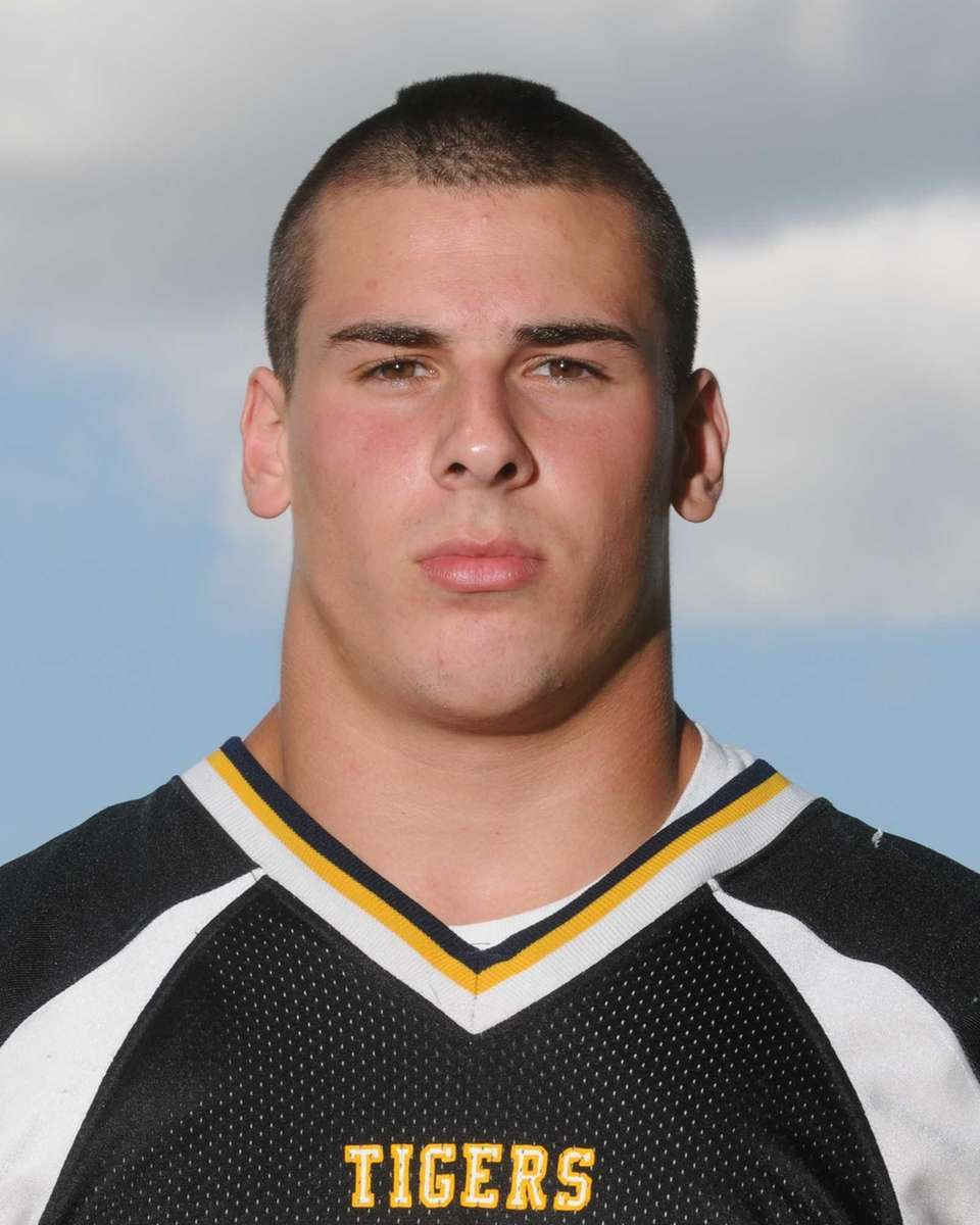 ALEX EGGLINGER Northport, Senior, OL/LB 6-0, 220
