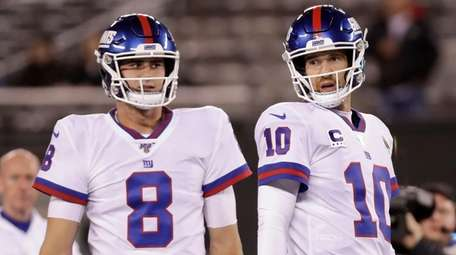 Giants quarterbacks Daniel Jones, left, and Eli Manning