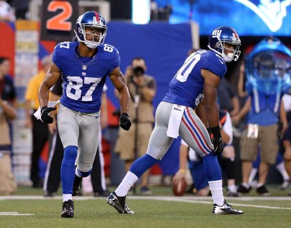 Domenik Hixon and Victor Cruz in action during