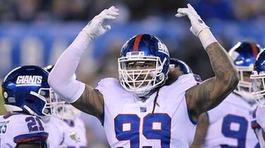 Giants defensive end Leonard Williams motions after a
