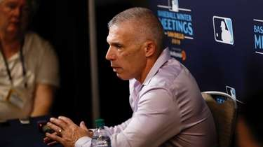Phillies manager Joe Girardi speaks during the MLBwinter