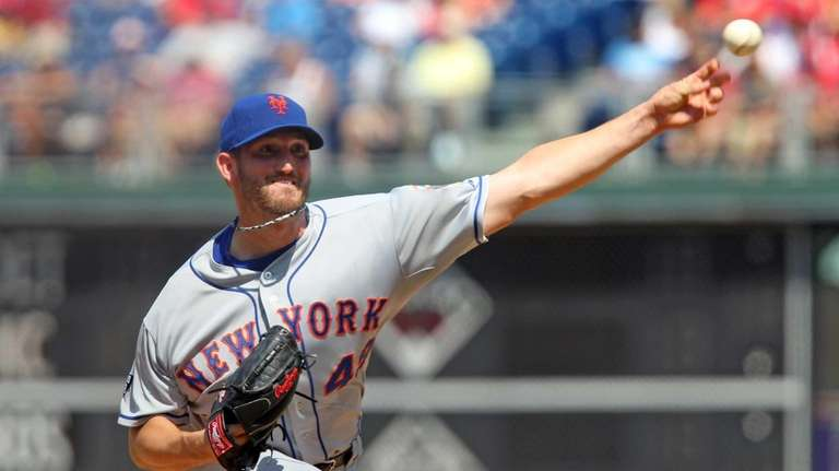 Jonathon Niese delivers a pitch during a game
