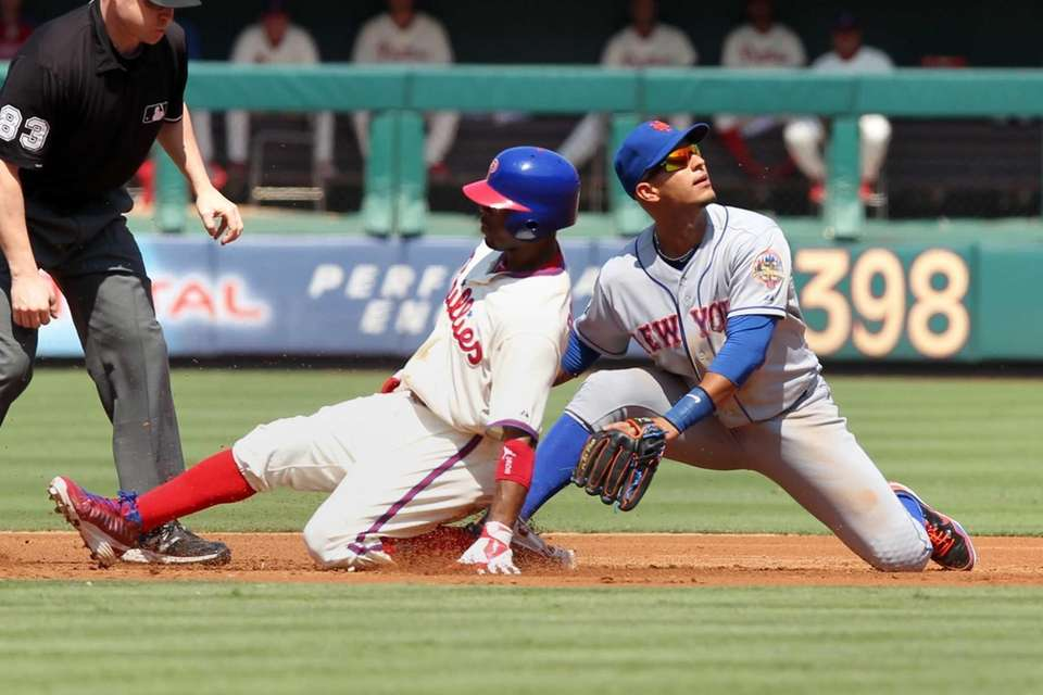 Phillies shortstop Jimmy Rollins slides into second base
