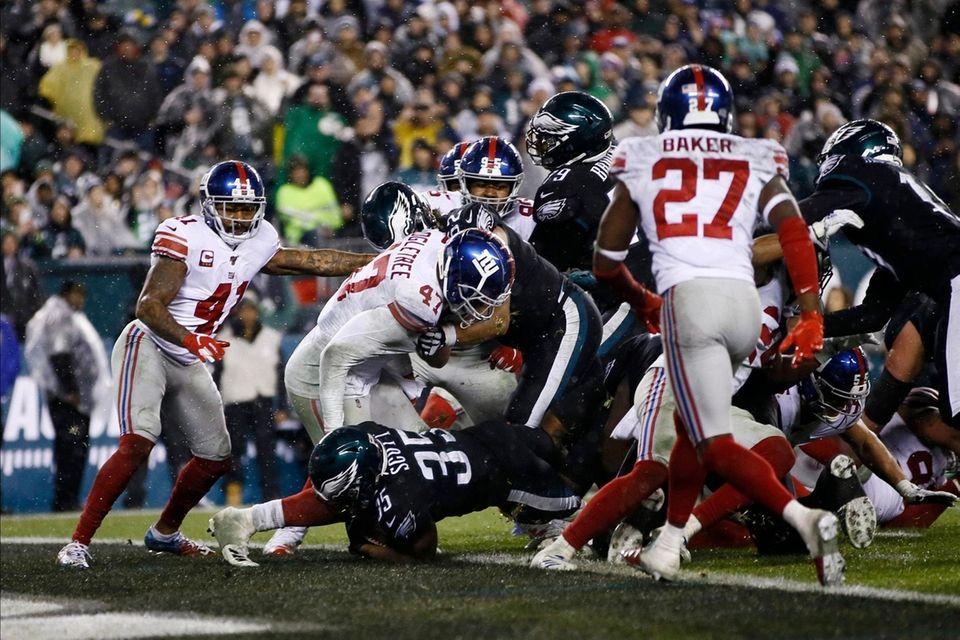 Philadelphia Eagles' Boston Scott scores past the Giants'