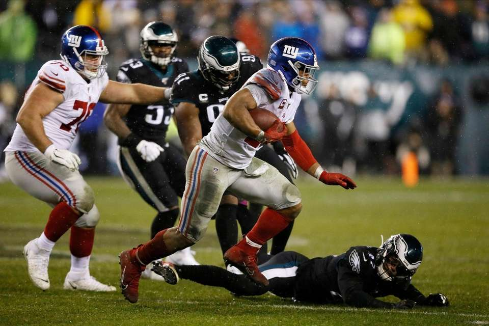 New York Giants' Saquon Barkley rushes during the