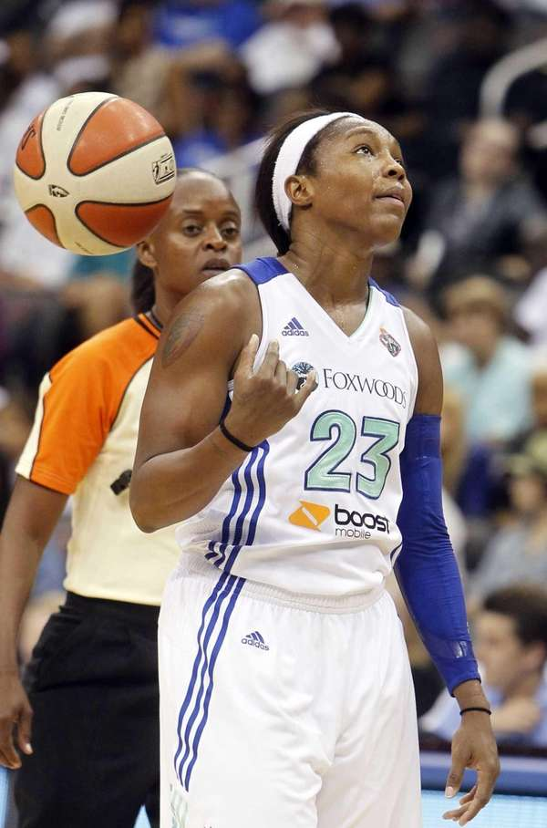 Cappie Pondexter tosses the ball over her shoulder