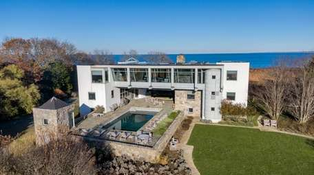 The Amagansett home was designed by Robert Barnes,