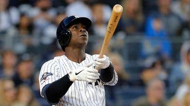 Didi Gregorius #18 of the Yankees follows through