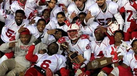 Freeport celebrates its victory against Floyd in the