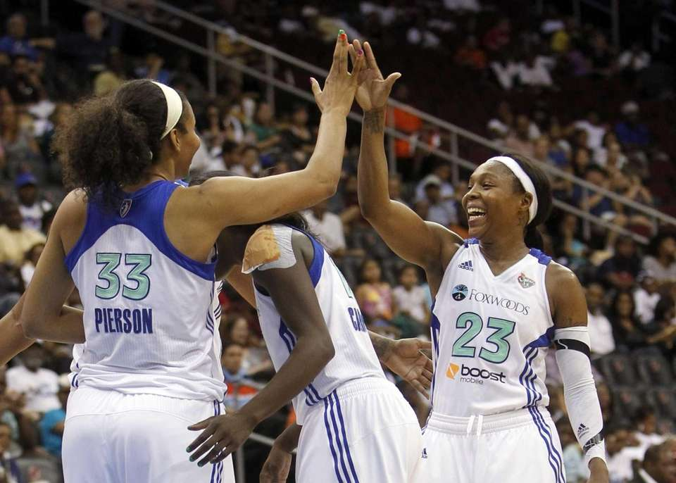 Cappie Pondexter celebrates with teammates Plenette Pierson, left,