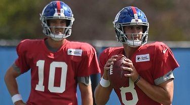 Giants rookie quarterback Daniel Jones, right, takes a
