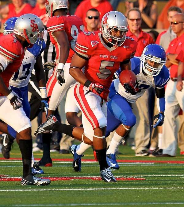 Stony Brook running back Miguel Maysonet heads down