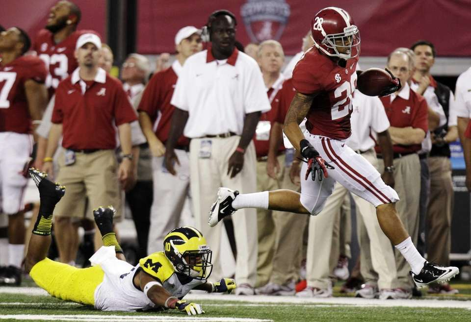Alabama defensive back Dee Milliner (28) runs back