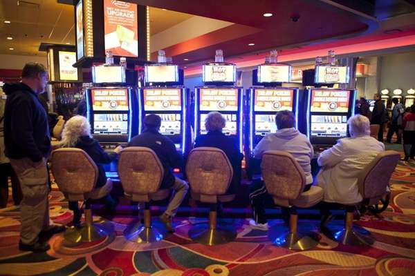 3 reel slot machines percentages of races in united