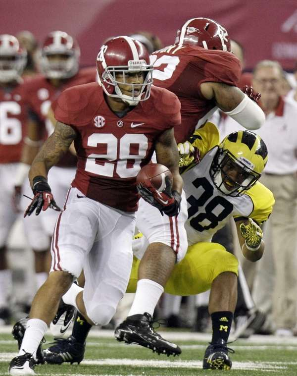 Alabama defensive back Dee Milliner runs back a