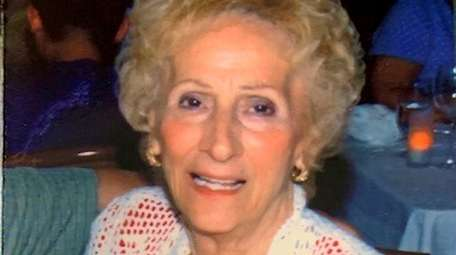 Mary Leo, of West Islip, died of pneumonia