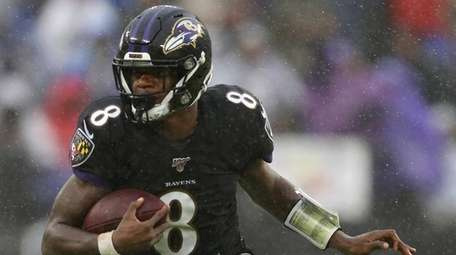 Ravens quarterback Lamar Jackson rushes against the 49ers