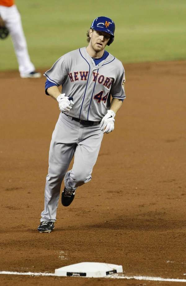 New York Mets' Jason Bay prepares to round