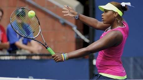 Taylor Townsend returns the ball to Laura Ucros