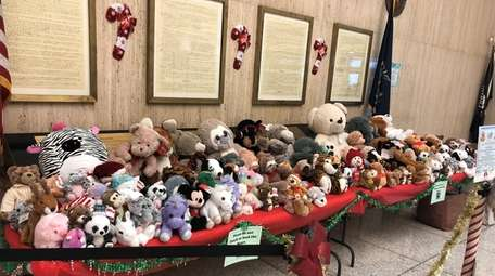 Nassau County court officers plan to donate teddy