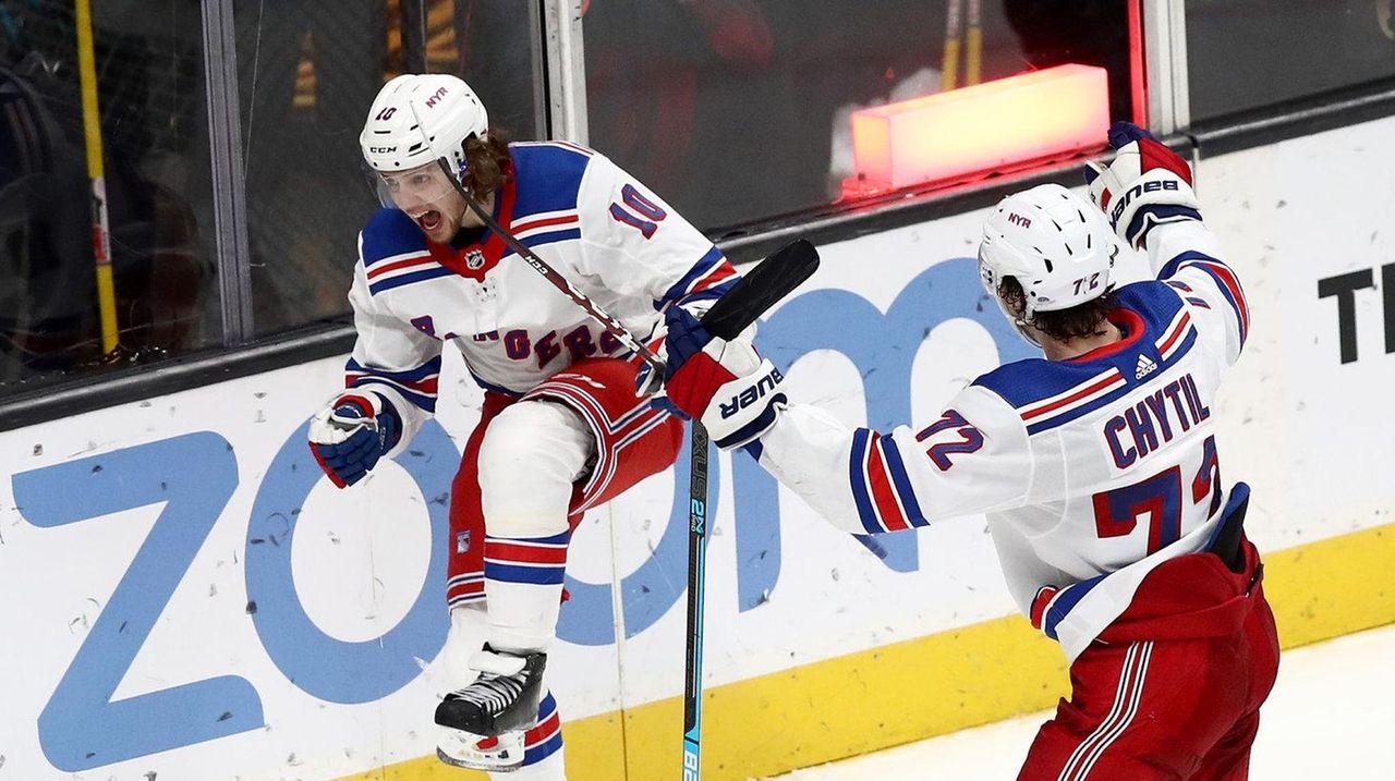 Four-goal third period lifts Rangers over Sharks