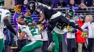 Ravens running back Mark Ingram II dives for