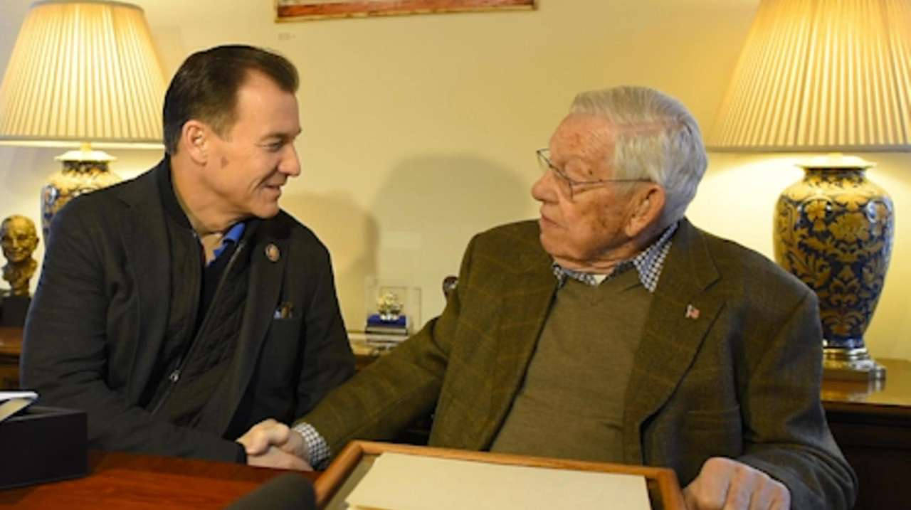 Rep. Tom Suozzi meets with Battle of the