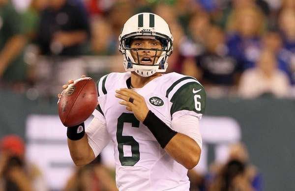 Mark Sanchez looks to pass against the Giants