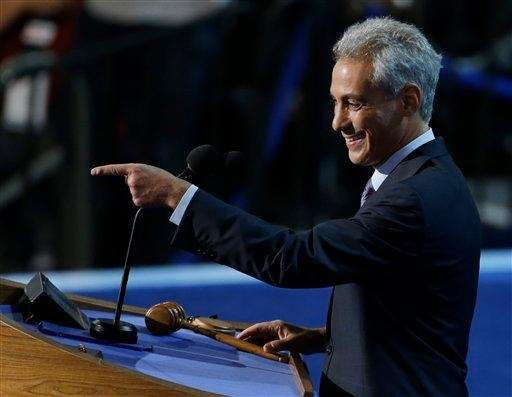 Chicago Mayor Rahm Emanuel points to delegates at