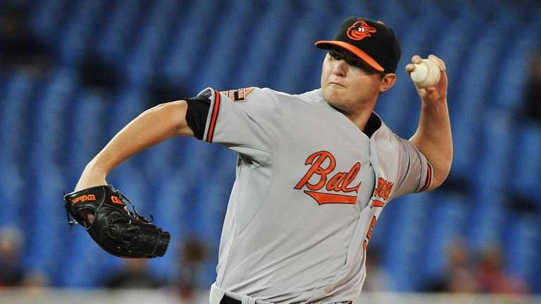 Baltimore Orioles pitcher Zach Britton delivers a pitch