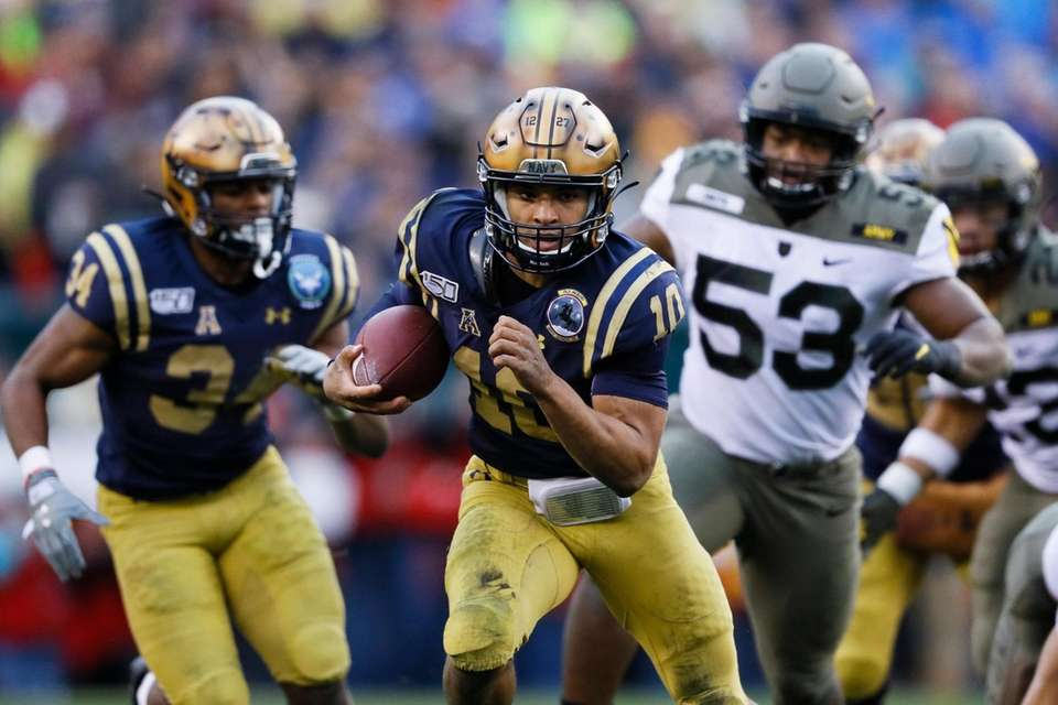 Navy quarterback Malcolm Perry runs the ball for
