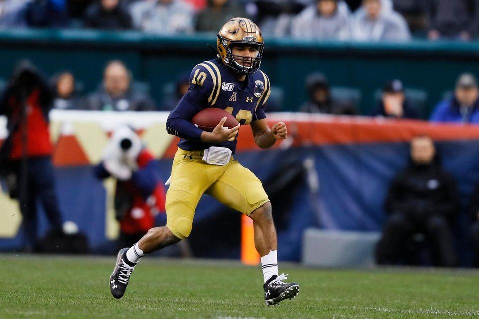 Navy quarterback Malcolm Perry run the ball during