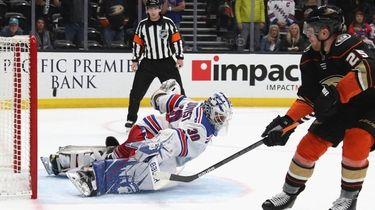 Ondrej Kase of the Anaheim Ducks scores in