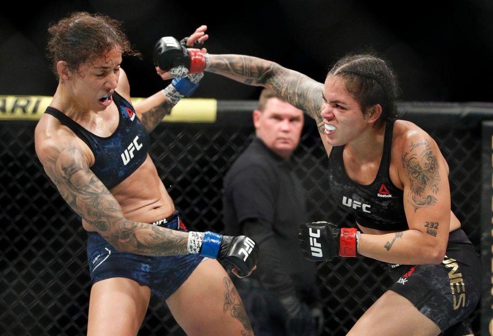 Amanda Nunes, right, fights Germaine de Randamie in