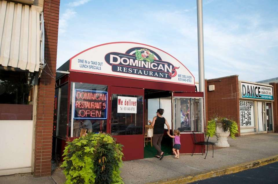 Dominican Restaurant 5 is located at 1897 Deer