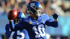 Eli Manning of the Giants passes the ball
