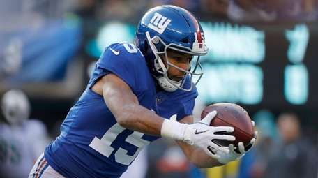 Golden Tate of the Giants hauls in a