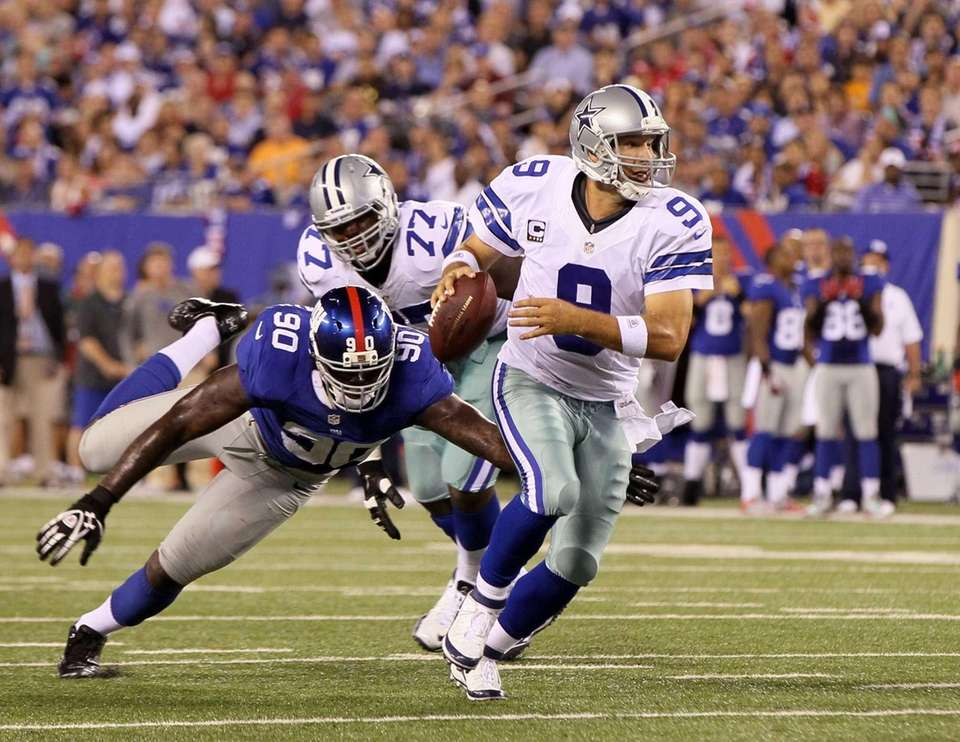 Tony Romo eludes Jason Pierre-Paulprior to throwing a