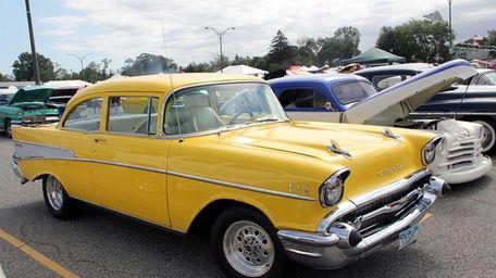Long Island Cruizin' for a Cure Car Show