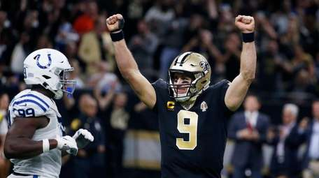 Saints quarterback Drew Brees celebrates his touchdown pass