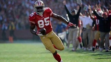 Vernon Davis #85 of the San Francisco 49ers
