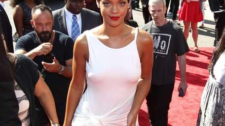 Rihanna arrives at the MTV Video Music Awards