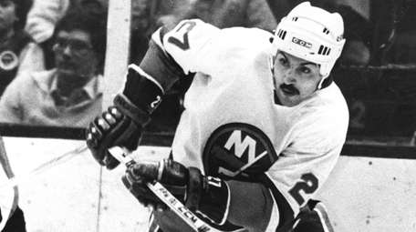 John Tonelli of the Islanders, right, in the