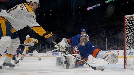 Semyon Varlamov #40 of the Islanders defends the