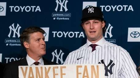 Yankees owner Hal Steinbrenner appears with new Yankees