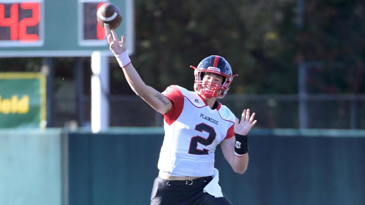 Plainedge quarterback, Dan Villari,the 2019 Thorp and Snyder