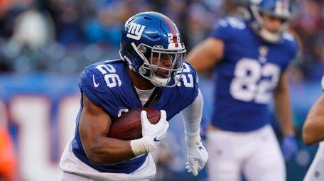 Saquon Barkley #26 of the Giants runs the